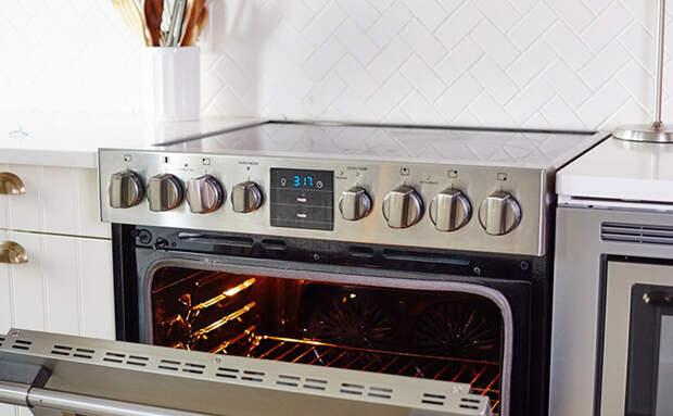 Чистим духовку уксусом с содой: убрали нагар и печь стала почти как новая