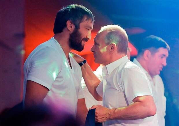 Овечкин поздравил Путина сднем рождения: «Желаю оставаться уруля как можно дольше»