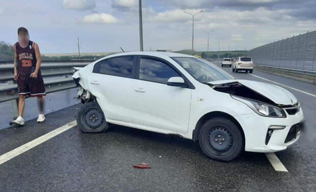 Две иномарки столкнулись на трассе «Таврида» в Крыму