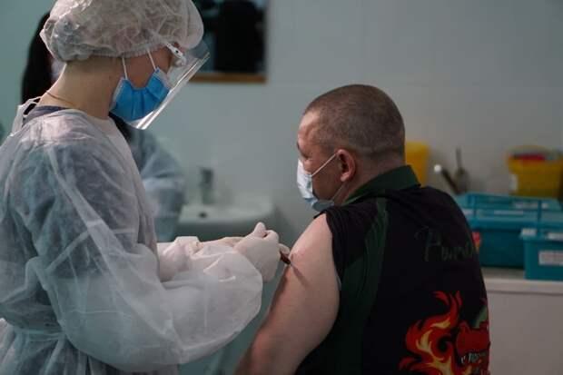 В Крыму чиновники не вошли в число приоритетных получателей вакцины от COVID-19