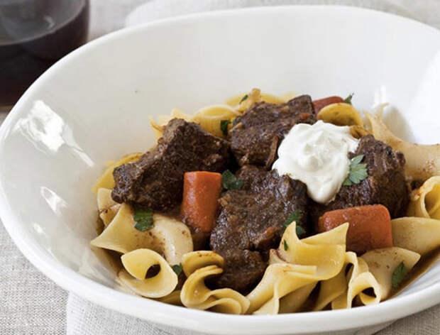 Медленные блюда готовятся сами: просто сложили в кастрюлю и ждем
