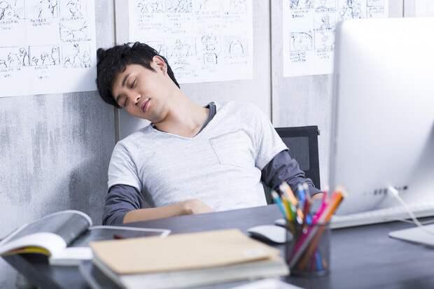 Неужели китайцы, самая трудолюбивая на свете нация, спят на работе? Да, спят