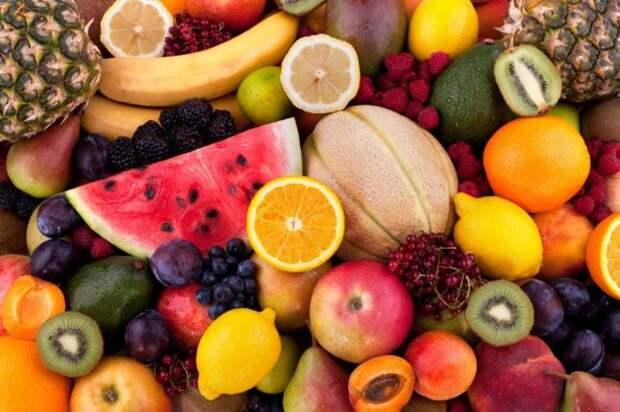 Исключите на голодный желудок фрукты и ягоды. \ Фото: retail-loyalty.org.