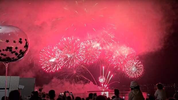 Огненное шоу на День России впечатлило Севастополь