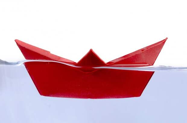Снова унитаз (или речка, если имеется рядом). Сделайте бумажный кораблик (сидите на унитазе, сложите из туалетной бумаги) и, со словами - Плыви, денежки привези, запускаете в унитаз или по течению быстрой речки. деньги, ритуалы, симорон, смешно
