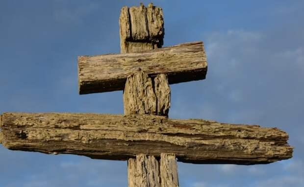 """Следы """"реставрации"""" креста. Фото ИванаМизина."""