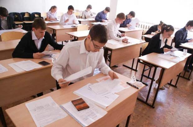 Задания для экзаменов в школе безграмотны и наполнены идеологией. Мнение