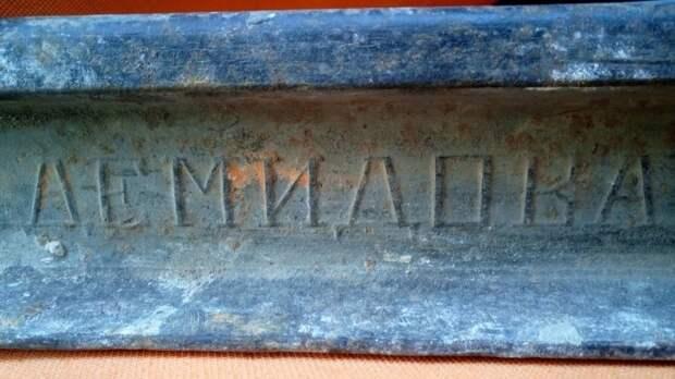 Старинный немецкий рельс с клеймом нашли при разборе дома под Новосибирском