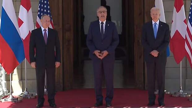 Путин и Байден поприветствовали друг друга рукопожатием