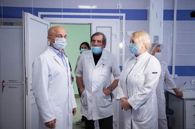 Элиссан Шандалович побывал в Детской республиканской больнице, где за счет бюджета Карелии провели ремонт