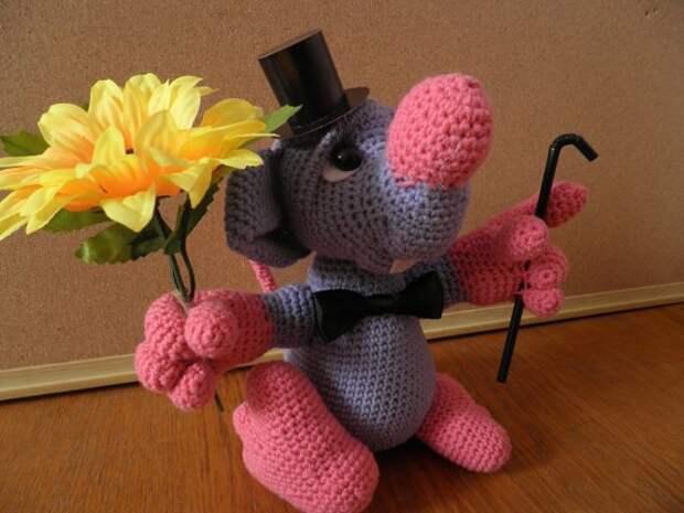 """Моя вторая вязанная игрушка """"Влюблённая мышь""""))) Вот такой джентльмен получился"""