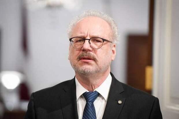 Президент Латвии недоволен решением Сейма о смягчении ограничений
