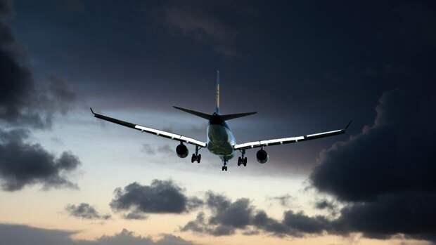 Самолет рейса Оренбург — Москва экстренно сел в аэропорту вылета
