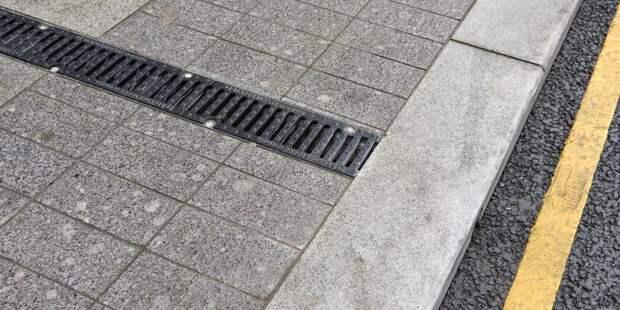 Пешеходные дороги на Большой Академической защитили от наледи – Жилищник