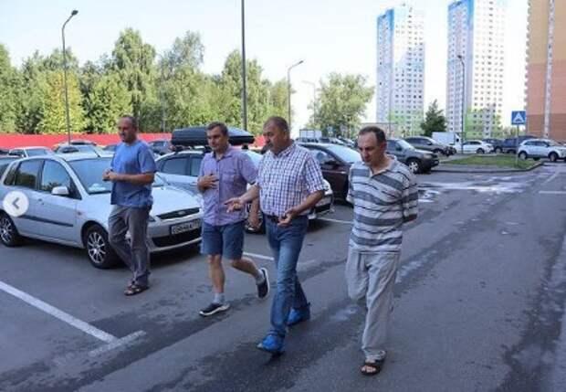 Старшие домов на Синявинской начнут взаимодействовать с техником «Жилищника»