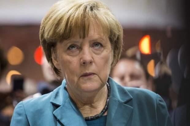 Меркель открестилась от переворота на Украине. «Это было их внутреннее дело»