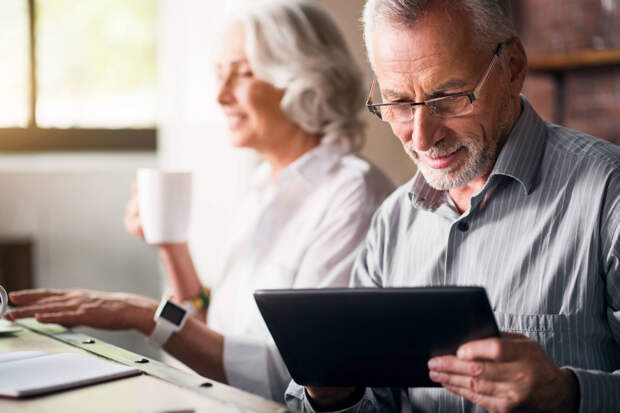 100 тыс. руб. каждому выходящему на пенсию или пенсионный возраст 55 и 60 лет уже летом?