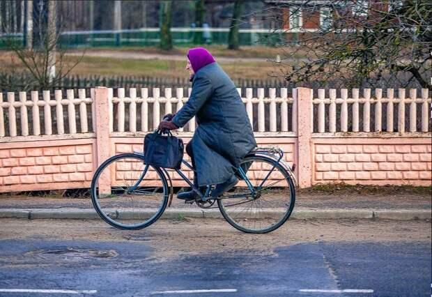 Бабушка угнала велосипед