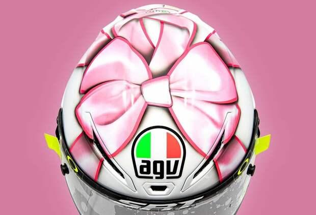 Валентино Росси посвятил раскраску шлема своей будущей дочке. Фото