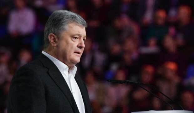 Порошенко сравнил введенные против него санкции РФ с госнаградой
