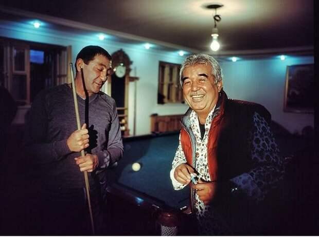Григорий Лепс отдыхает с узбекским криминальным авторитетом Салимбаем Абдувалиевым. Фотография с сайта dunyouzbeklari.com