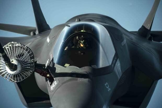 Американский истребитель F-35B выстрелил сам в себя из пушки