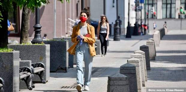 Почти 60 посетителей трех ТРЦ в Москве оштрафовали за отсутствие масок