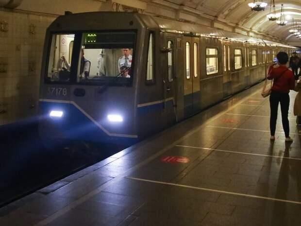 В день рождения метро москвичи могут отправить праздничные открытки по всей России
