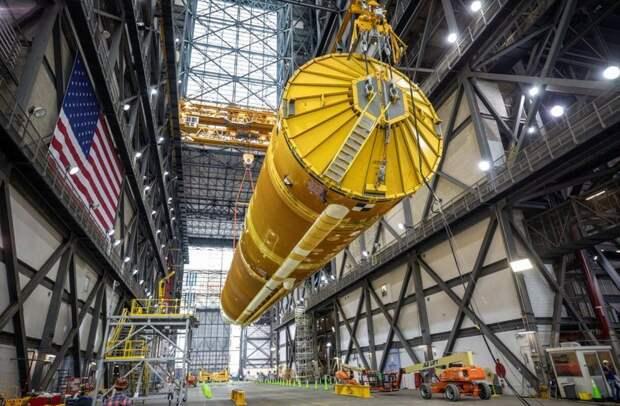 NASA показало ракету для полетов на Луну