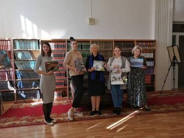 СУЭК передала Красноярской краевой научной библиотеке уникальные издания