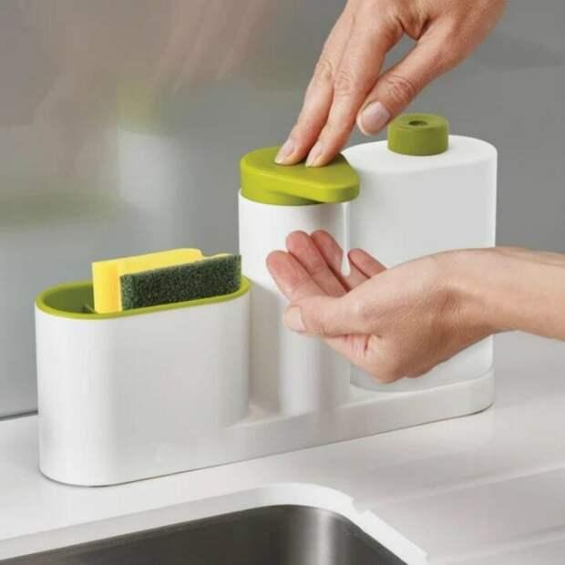 Всего лишь перелила жидкость для мытья посуды в другую тару, а как изменился вид кухни. Показываю