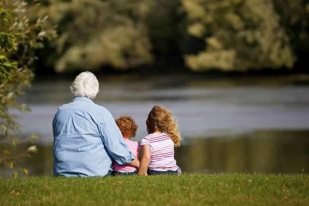 Бабушка просит чтобы ей платили за то что сидит с внуками