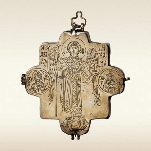 Ковчег-мощевик наперсный с образами архангела Михаила и святителя Николая Чудотворца