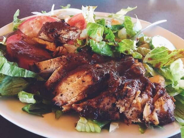 Салат с жареной индейкой