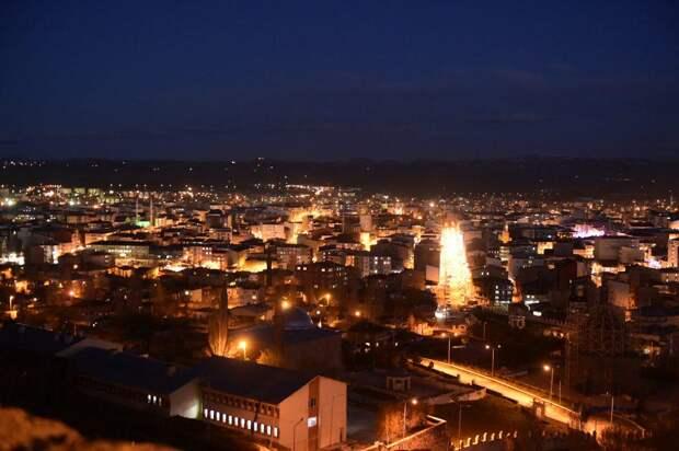 Ночной Карс. Фото: Сергей Дмитриев