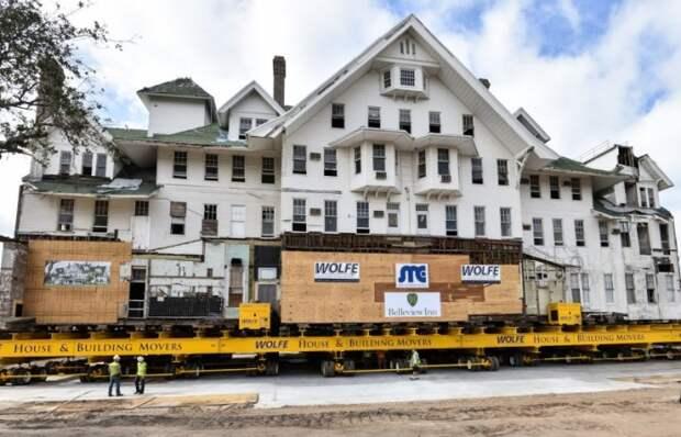 (Видео) Роботизированные ноги помогли зданию весом 7600 тонн перебраться на новое место
