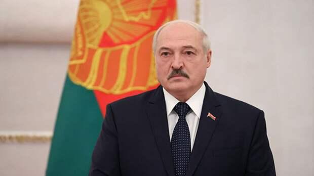 """Лукашенко пообещал показать """"ягодку"""" вместо """"цветочков"""" по делу о госперевороте"""