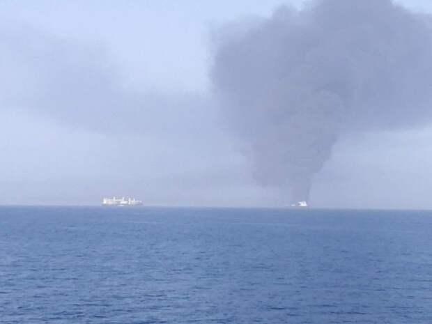 Иран эвакуировал членов экипажа с горящих танкеров в Оманском заливе