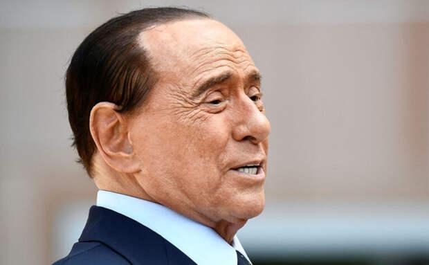 Экс-премьера Италии Берлускони госпитализировали