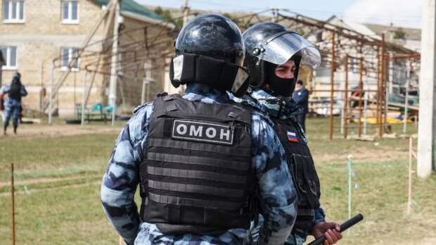 «Защищаю легкие людей»: боец иркутского ОМОНа шьет маски ираздает нуждающимся