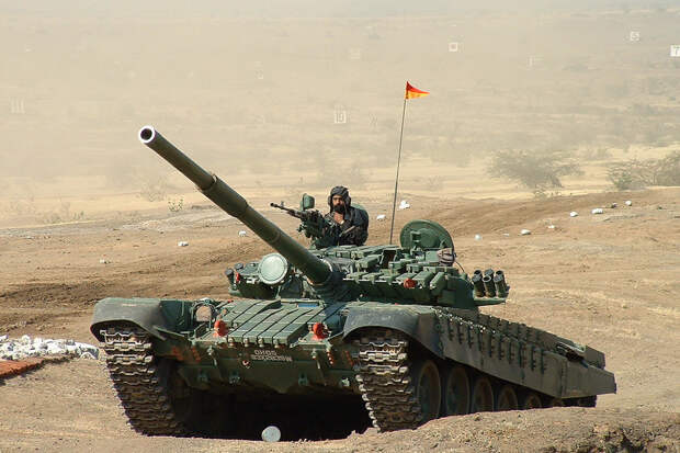 Индийские танки Т-72 пытаются догнать Т-90С по характеристикам