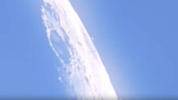 Астроном заметил возле Луны огромные космические корабли