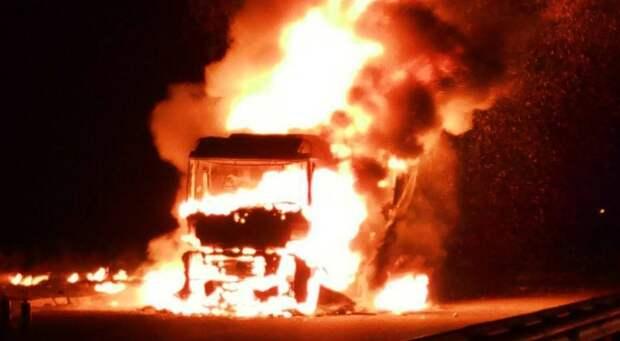 В пригороде Серпухова на трассе М-2 «Крым» сгорела фура