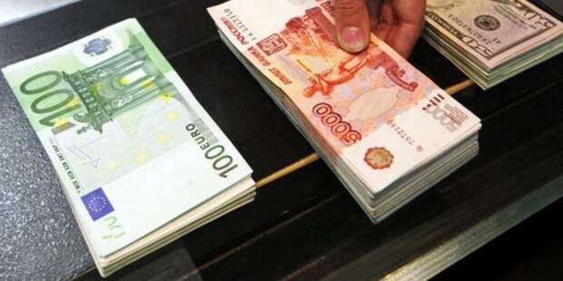 Рубль вырос к доллару