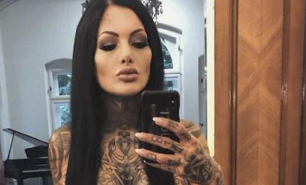 Известные тату-модели показали себя без рисунков на теле и спросили людей, как им больше идет