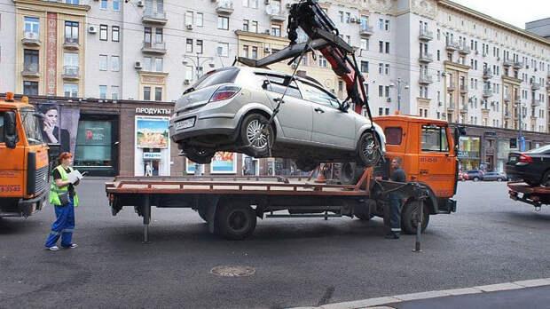 Жители Петербурга смогут жаловаться на водителей