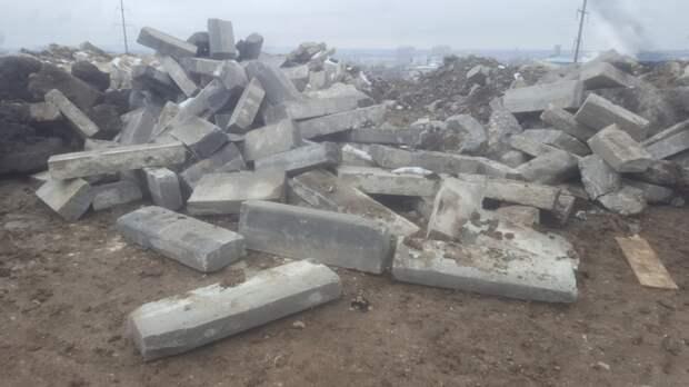 Каменка стала полигоном для отходов после дорожного ремонта