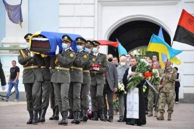 «Просто обалдеть»: Президентский полк участвовал в похоронах ветерана СС