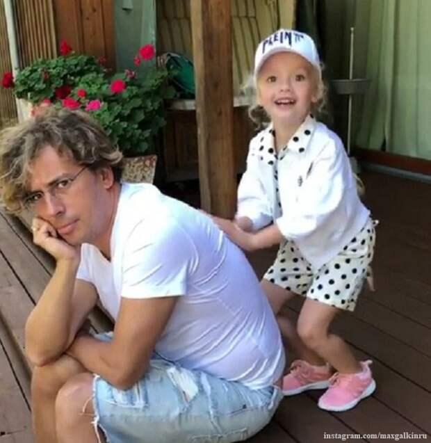 Максим Галкин поделился невероятно трогательным видео с дочкой