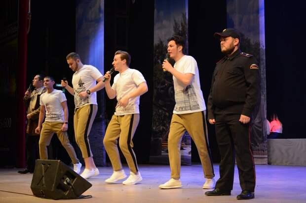 Команда КВН из Сарапула завоевала Кубок юмора на чемпионате Прикамья